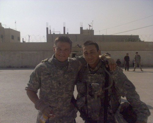 Jeremy Renner پیپر وال containing a green beret, وردی, فتاگیس, and a رائفل مین, رائفل called Jeremy <3