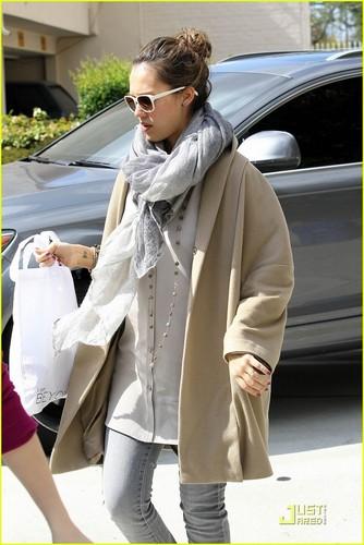 Jessica Alba: Pregnancy Makes Me Feel madami Feminine