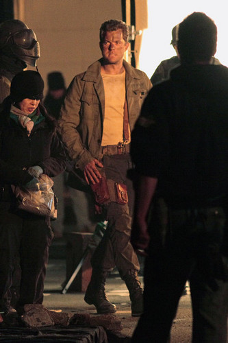 Joshua Jackson on The Set