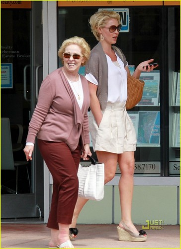 Katherine Heigl: 水着 Shopping with Mom!