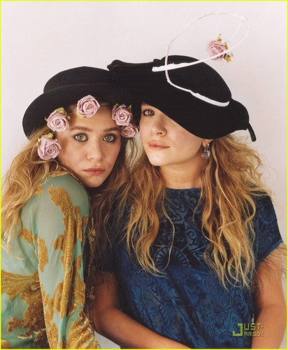 Mary-Kate & Ashley Olsen: 'Vogue' Featurette!