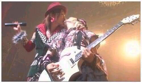 Miku and Bou ciuman