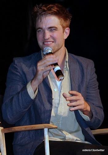 もっと見る Amazing 写真 of Rob, Kristen and Taylor at LA Twilight Comvention