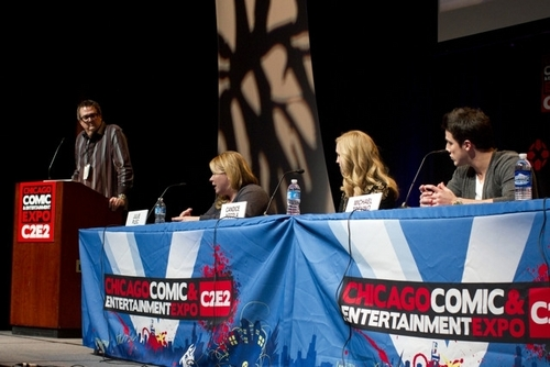 lebih foto of Candice at the Chicago Comic & Entertainment Expo! [19/03/11]