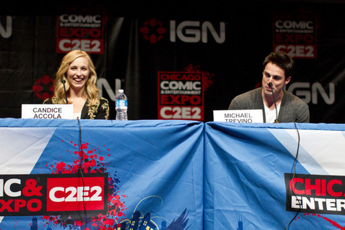Mehr Fotos of Candice at the Chicago Comic & Entertainment Expo! [19/03/11]