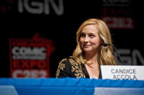 lebih new foto of Candice at the Chicago Comic & Entertainment Expo [19th March 2011//HQ].