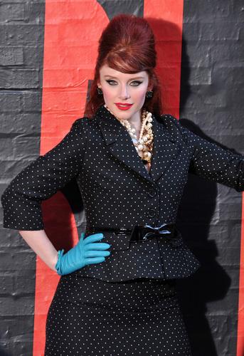 사진 of Bryce Dallas for Kate 스페이드 in SoHo