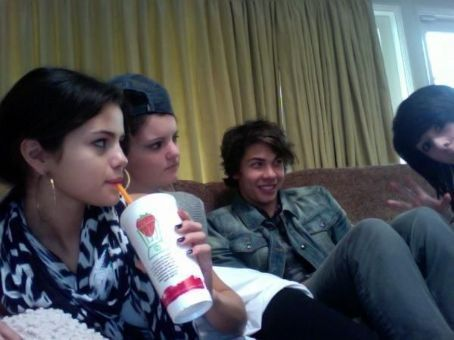 Selena And Cameron Quiseng