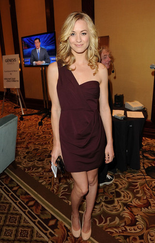 Yvonne Strahovski Backstage @ the 2011 Genesis Awards