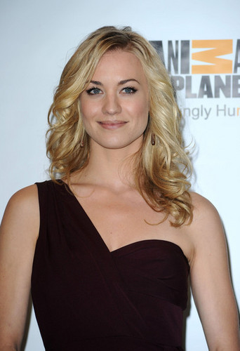 Yvonne Strahovski @ the 2011 Genesis Awards