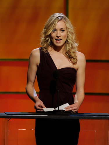 Yvonne Strahovski On Stage @ the 2011 Genesis Awards