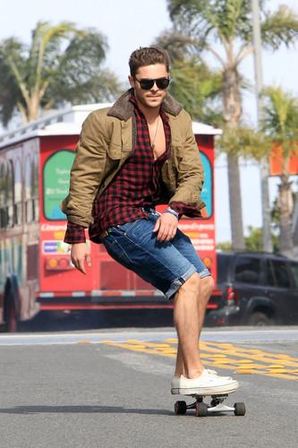 Zac Efron Sexy 2011 New