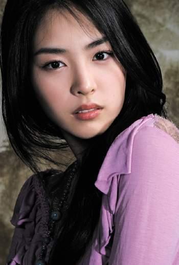 lee-yeon-hee-lee-yeon-hee-20341107-350-516.jpg
