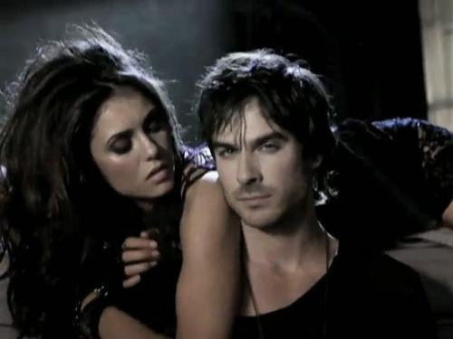 Damon & Elena kertas dinding containing a portrait entitled ♥♥Delena♥♥