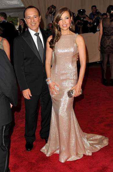 http://images4.fanpop.com/image/photos/20400000/American-Woman-Fashioning-A-National-Identity-Met-Gala-03-05-2010-thalia-20436144-391-594.jpg