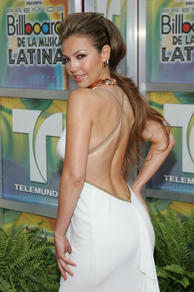 http://images4.fanpop.com/image/photos/20400000/Billboard-Latin-Music-Awards-28-04-2005-thalia-20436155-396-594.jpg