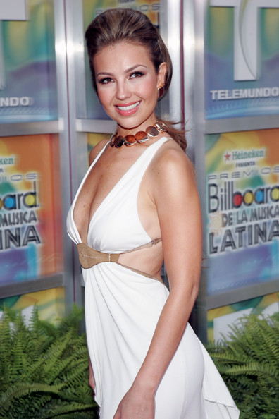 http://images4.fanpop.com/image/photos/20400000/Billboard-Latin-Music-Awards-28-04-2005-thalia-20436166-396-594.jpg