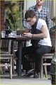 Ed Westwick: Kings Road Cafe Stop!