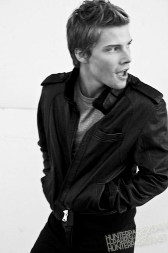 Hunter Parrish wallpaper probably containing an outerwear, a well dressed person, and an overgarment called Hunter Parrish