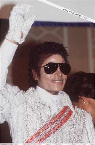MICHAEL JACKSON THE KING OF POP FOREVER AND EVER!!!!!