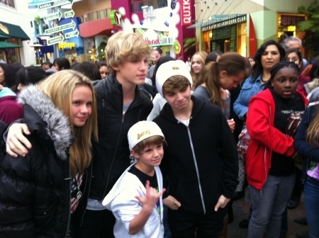 Matty B w/ Christian Beadles, Alli & Cody Simpson