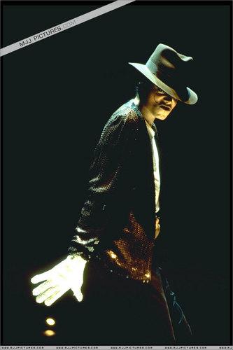 Michael Jackson BAD Tour Pictures :D