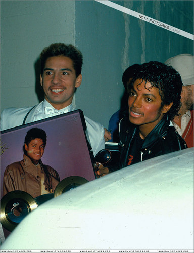 Michael Jackson THRILLER ERA PICS (some are backstage and on stage and etc)