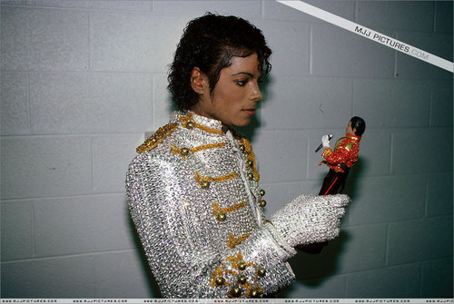Michael Jackson THRILLER ERA - mj-behind-the-scenes Photo