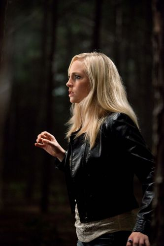 New HQ TVD Stills of Candice as Caroline (2x03: Bad Moon Rising)!