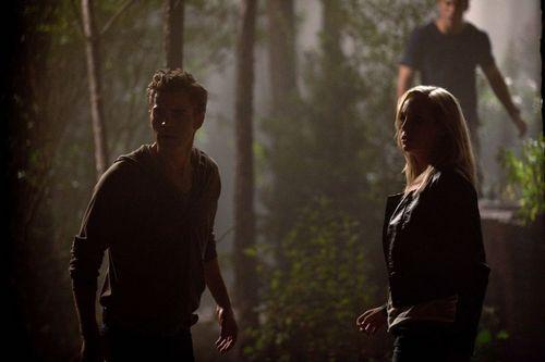 New HQ TVD Stills of Candice as Caroline (2x03: Bad Moon Rising)!