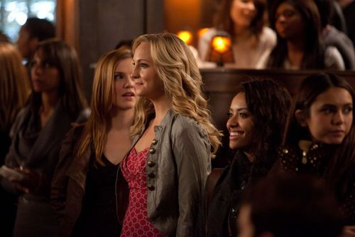Caroline Forbes 壁紙 with a 通り, ストリート titled New HQ TVD Stills of Candice as Caroline (2x16: The House Guest)!