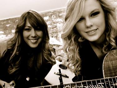 Taylor+ Colbie Callait