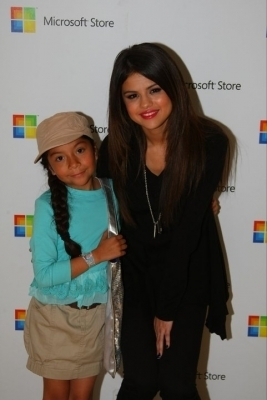 > Microsoft Store Opening show, concerto Meet & Greet at South Coast Plaza