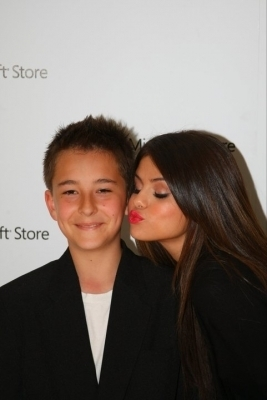 > Microsoft Store Opening Concert Meet & Greet at South Coast Plaza