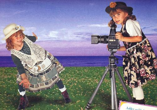 Mary-Kate & Ashley Olsen wallpaper possibly containing a camera tripod, a telescope, and a boater entitled 1999/2000 - Calender