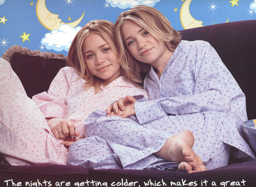 Mary-Kate & Ashley Olsen karatasi la kupamba ukuta probably with a neonate, a bathrobe, and a portrait titled 2001 - Calender