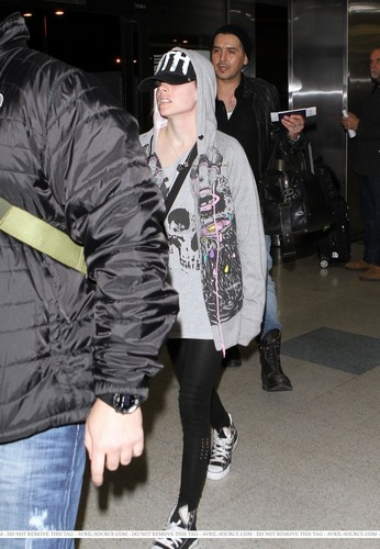 Avril at LAX Airport 28/3/2011