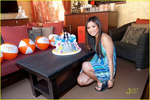 Brenda Song: Tao bờ biển, bãi biển Birthday Bash in Las Vegas!