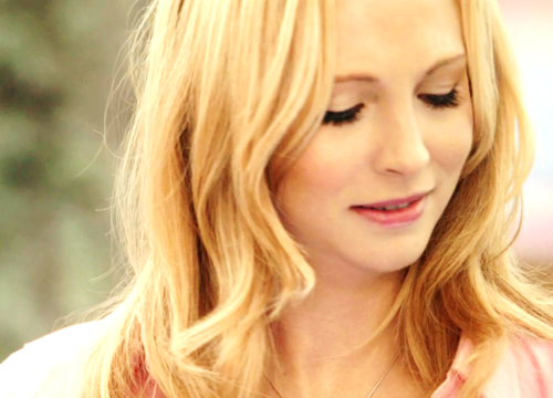 Caroline Forbes wallpaper with a portrait titled Caroline Forbes [HQ]. ♥