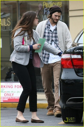Demi Moore & Ashton Kutcher Spend Saturday at the Spa
