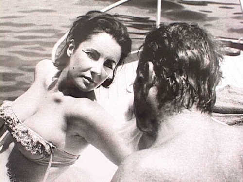 Elizabeth Taylor karatasi la kupamba ukuta possibly containing a bikini and skin called Elizabeth Taylor