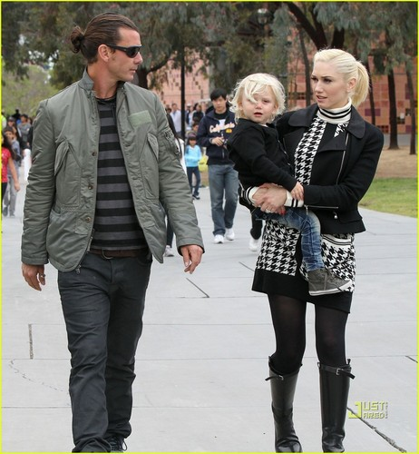 Gwen Stefani: Kingston Rocks Fur Vest - gwen-stefani Photo