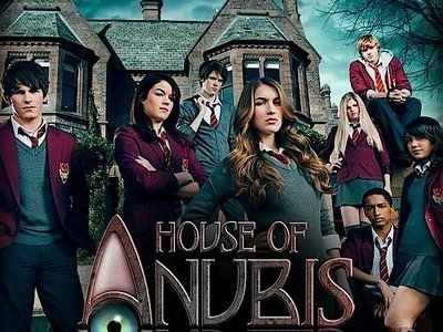 The House of Anubis fond d'écran probably with a rue titled House Of Anubis Logo