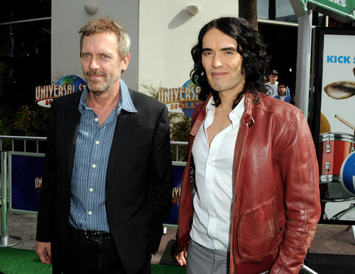 Hugh Laurie karatasi la kupamba ukuta containing a business suit called Hugh Laurie & Russell Brand @ the Premiere of 'Hop'