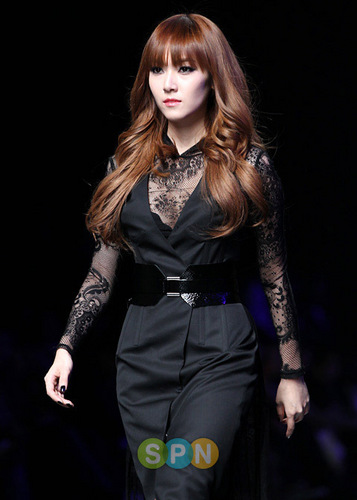 Jessica For Lee Juyoung's fashion 显示