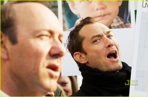 Jude Law: Defend Human Rights in Belarus!
