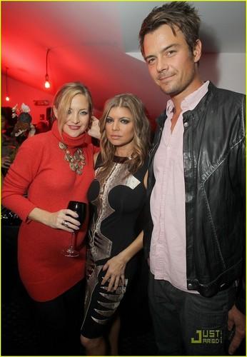 Kate Hudson: Jake shears chajio, chakula cha jioni with Fergie & Josh!