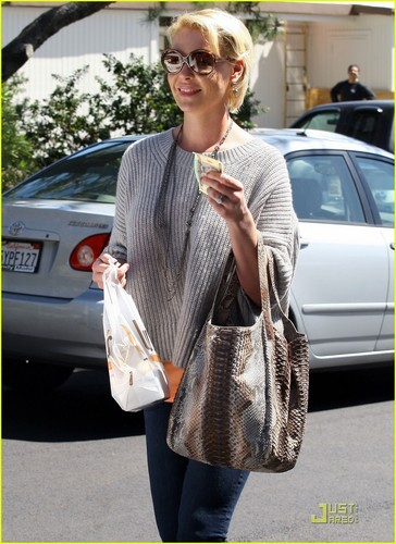 Katherine Heigl: Five Dollars For You!