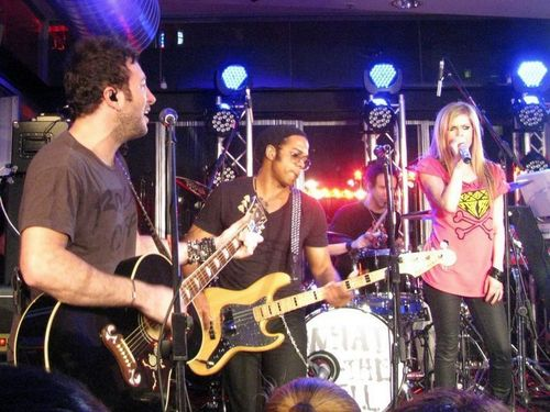 Avril Lavigne پیپر وال with a guitarist and a کنسرٹ entitled March 30 2011 - 2DayFM Rooftop Sydney, Australia Live
