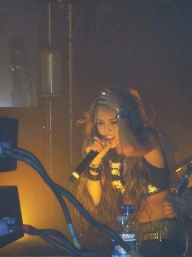 Miley Cyrus RARE RARE RARE-New Album 2011